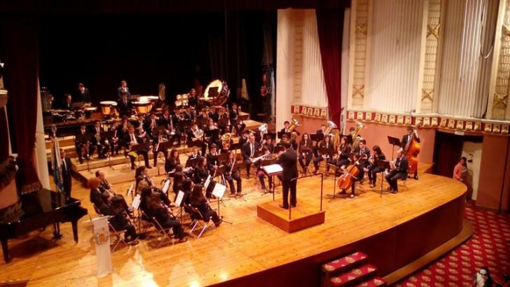 Las bandas juveniles de La Artística y la St. Bonaventure's College Wind deleitan en el Teatro Montecarlo