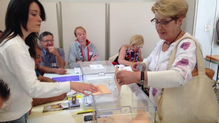 Las imágenes de la mañana electoral en Buñol