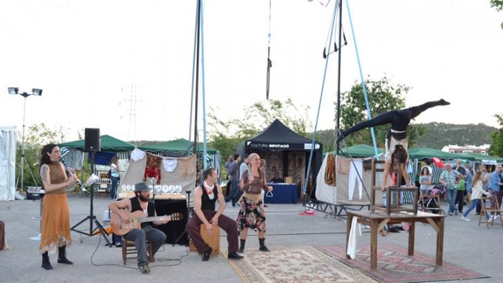 Música, teatro y malabares en la jornada inaugural de la Feria del Comercio
