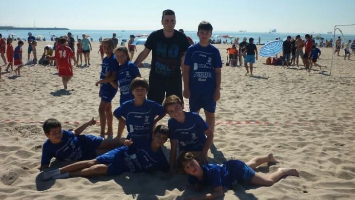 El CB Buñol participa en el torneo de balonmano playa de Pinedo