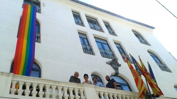 Buñol iza la bandera del Orgullo Gay en el Ayuntamiento