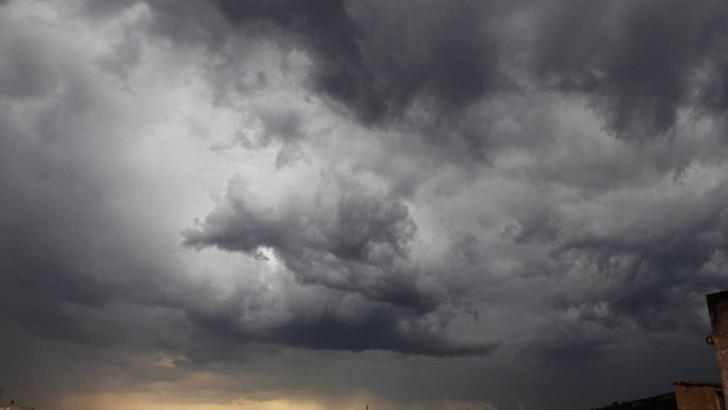 La tormenta deja 16,3 litros por metro cuadrado en Buñol