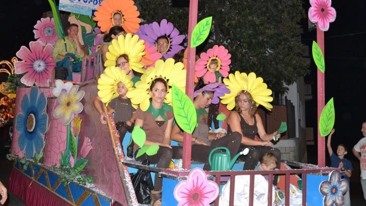 La Concejalía de Fiestas de Buñol estudia la colocación de sillas en el recorrido de las cabalgatas