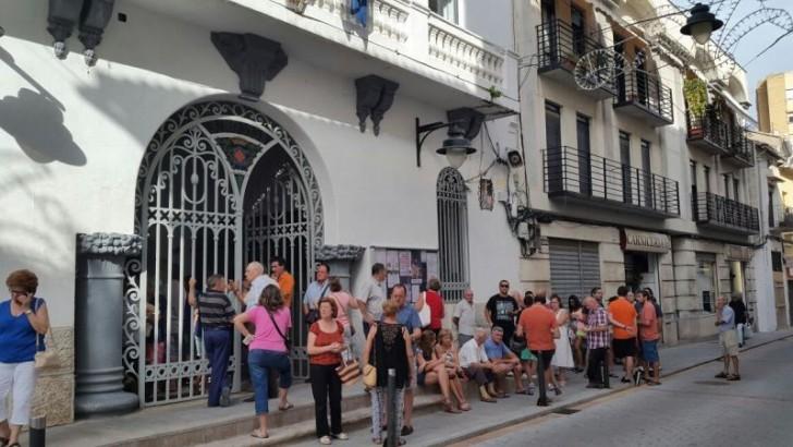 """Primeras colas para adquirir las entradas del """"Mano a Mano"""" de Buñol"""