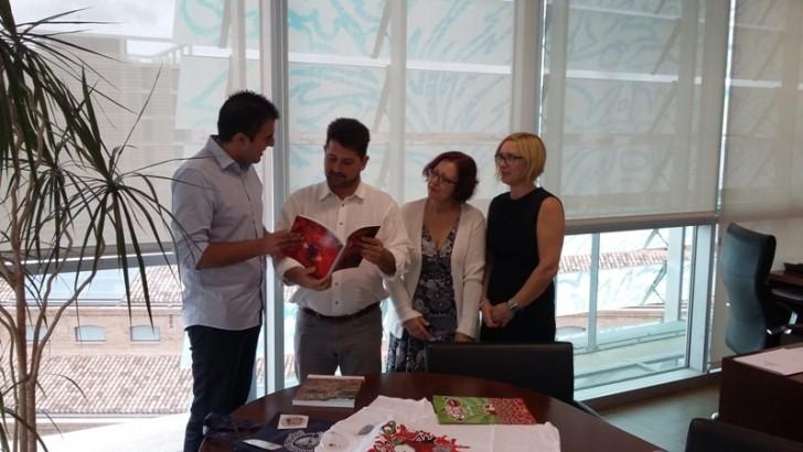 Natxo Costa se compromete a seguir apoyando la Feria del Comercio de Buñol