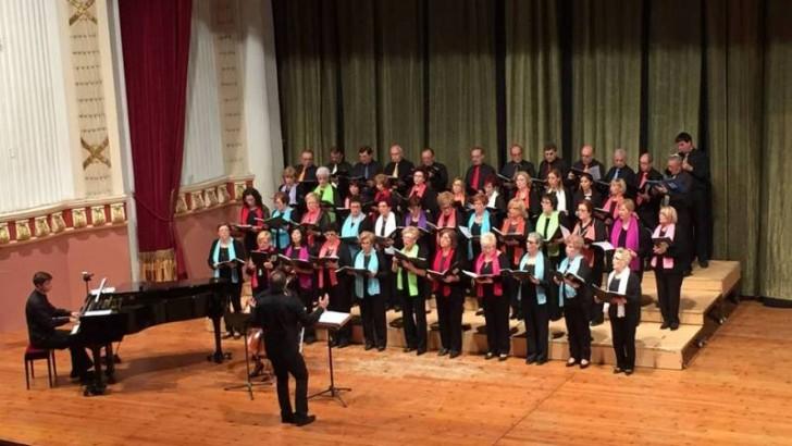 """Las imágenes del concierto del Coro """"Orfeos"""" y Voces Blancas de """"La Artística"""" de Buñol"""