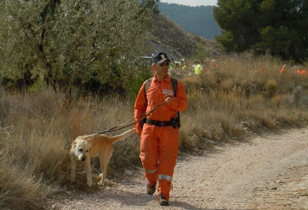 La Unidad Canina de Protección Civil de Buñol participa en la búsqueda de un hombre en Paterna