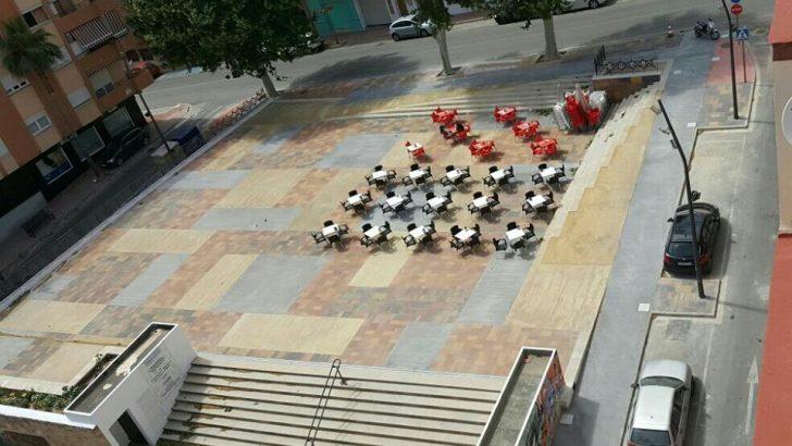 Las imágenes de la renovada Plaza 5 de Marzo de Buñol
