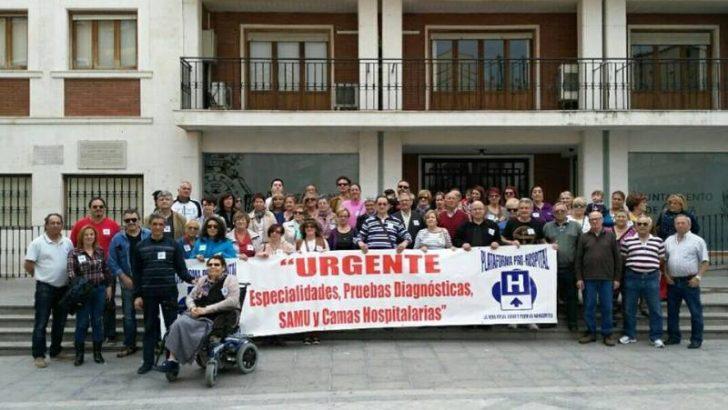 Los vecinos de Chiva se concentran en apoyo a la Plataforma Pro-Hospital Comarcal