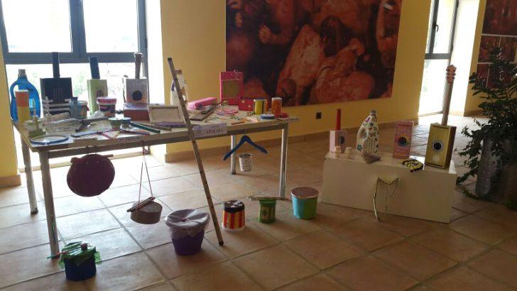 """Las imágenes de la exposición """"Reciclando la música"""" de la Bienal de Buñol"""