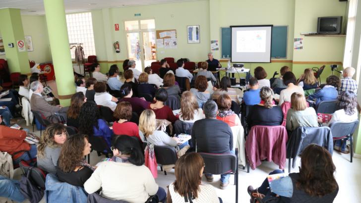 El Primer Encuentro Comarcal de AMPAs reúne en Cheste a padres y madres de 8 municipios