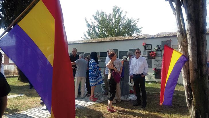 Homenaje en el cementerio de Talavera de la Reina a los  10 asesinados del Barco Dómine