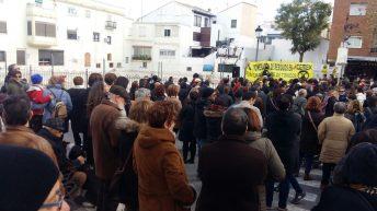 """La Plataforma Aire Limpio califica de """"éxito"""" la concentración en Chiva contra la incineración en Cemex"""