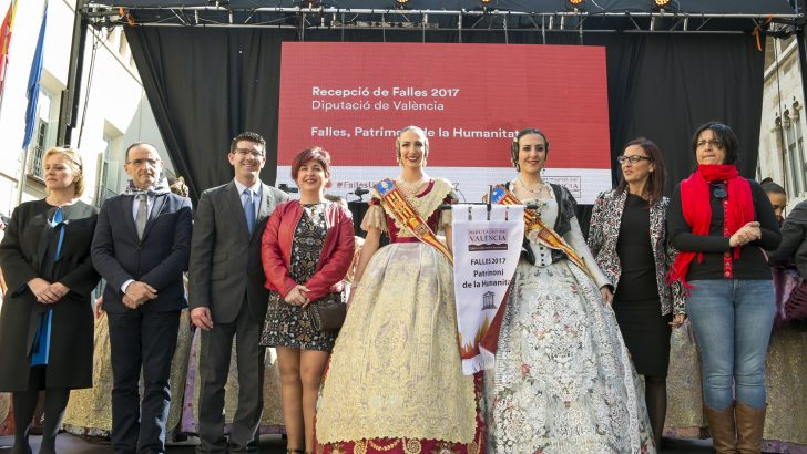 Buñol y Cheste participan en la tradicional recepción fallera en Valencia