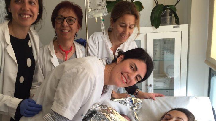 Nace una niña en el centro de salud de Turís