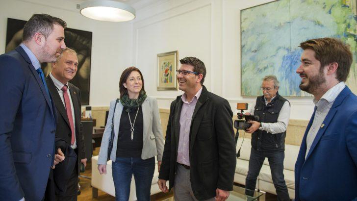 Rodríguez felicita a los alcaldes de Llíria, Buñol y Cullera y las sociedades musicales por su proyecto 'A 3 bandas'