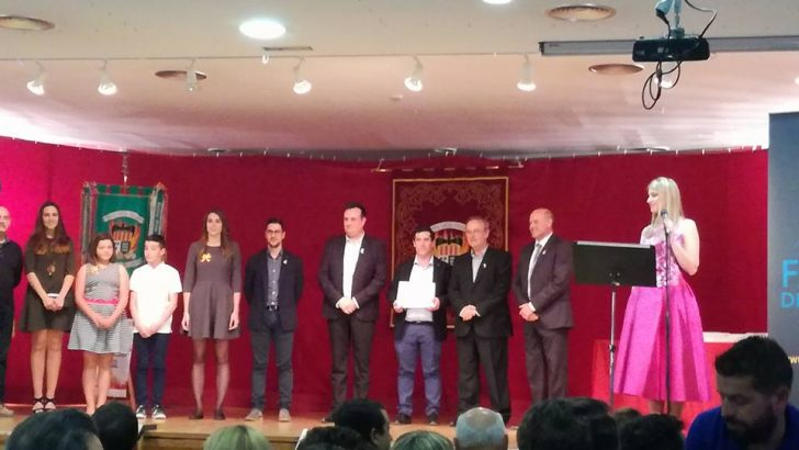 La Junta Central homenajea a la Falla Ventas de Buñol y a su artista, Antonio López