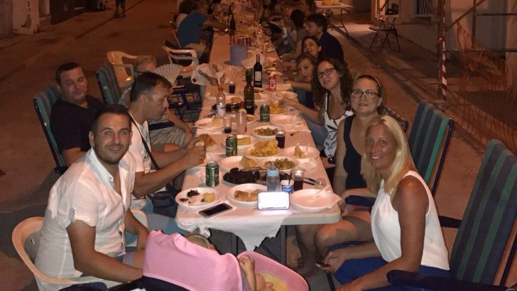 Las calles Concordia y Roquillo celebran su tradicional cena de verano (imágenes)