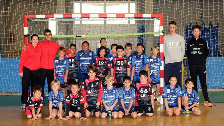 Los equipos del Club Balonmano Buñol cuentan sus partidos por victorias