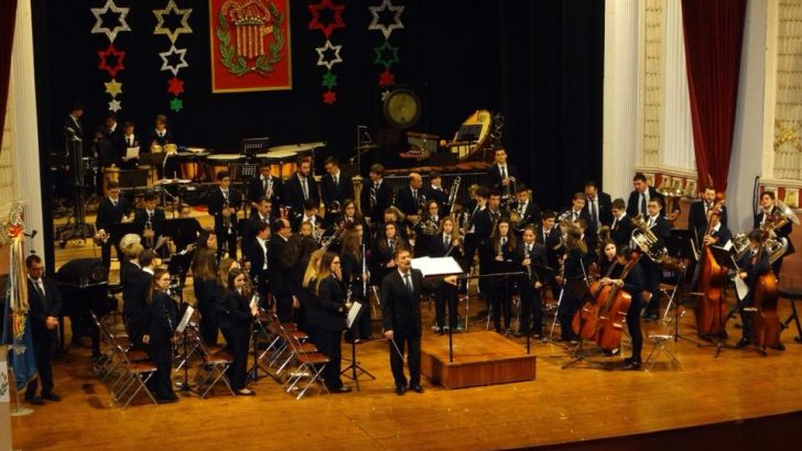 """Las imágenes del Concierto de el Coro de Voces Blancas, la Banda de Iniciación y Juvenil de """"La Artística"""" de Buñol"""