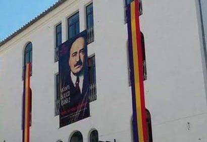El Ayuntamiento de Buñol carga contra la condena por colgar la bandera Republicana