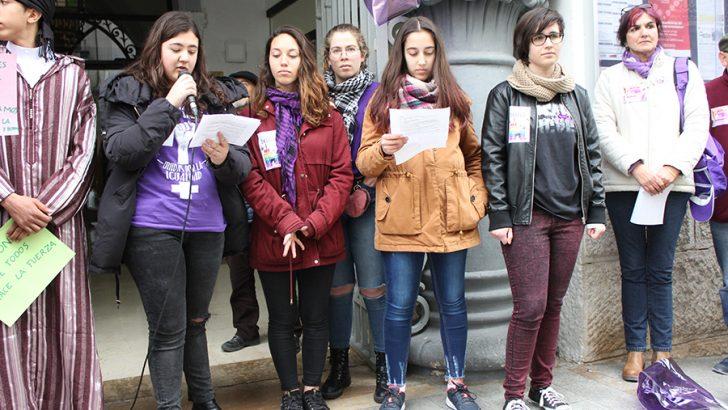 Las imágenes de la concentración por el 8 de Marzo en Buñol