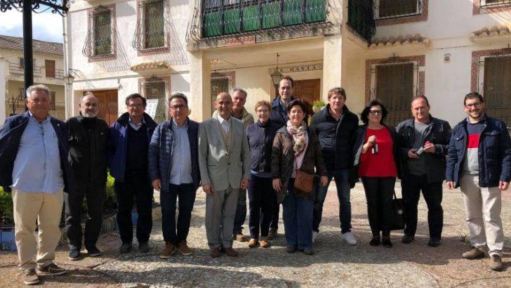 Varios alcaldes de la comarca visitan el Campus Diversia en Yátova