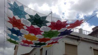 El Grupo de Ganchillo Solidario de Buñol celebra este viernes el Día de Tejer en la calle