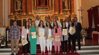 Un grupo de ocho jóvenes se confirman en la Parroquia San Pedro Apóstol de Buñol