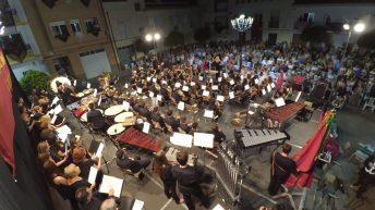 Espectáculo bandístico con mayúsculas en una abarrotada Plaza de Toros de Macastre