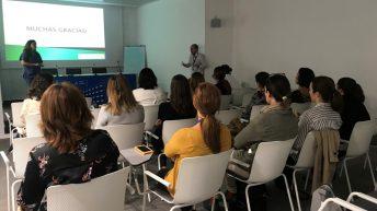 El Hospital de Manises celebra un taller de auto palpación mamaria